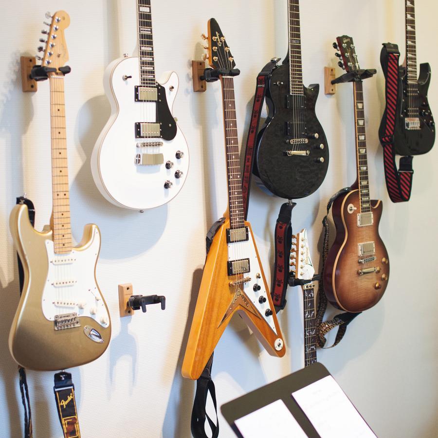 Akustilise- ja elektrikitarri õpe kitarrikoolis Drive It Up!