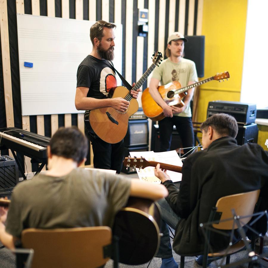 Kitarrikursused Tallinnas Drive It Up kitarrikoolis